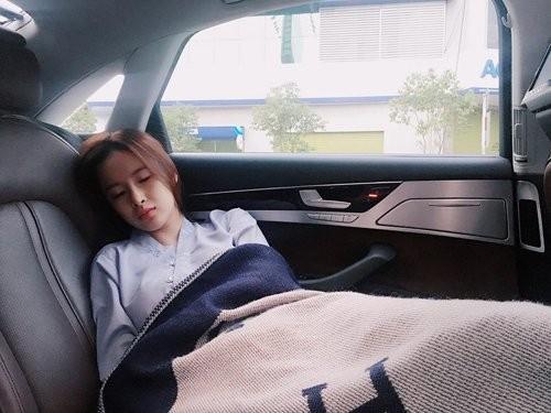 1001 dáng ngủ siêu khó đỡ của sao Việt: Cứ đặt lưng xuống là ngủ bất kể địa hình! - Hình 13