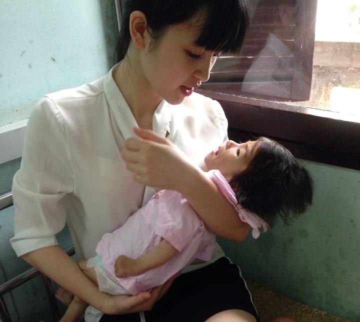 9X xinh đẹp nhận nuôi bé 14 tháng 3,5 kg ở Lào Cai giờ ra sao? - Hình 1