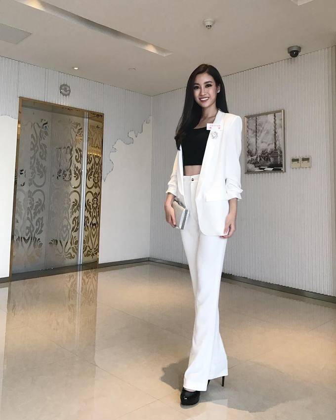 Gu thời trang ngày càng gợi cảm của Hoa hậu Đỗ Mỹ Linh - Hình 4