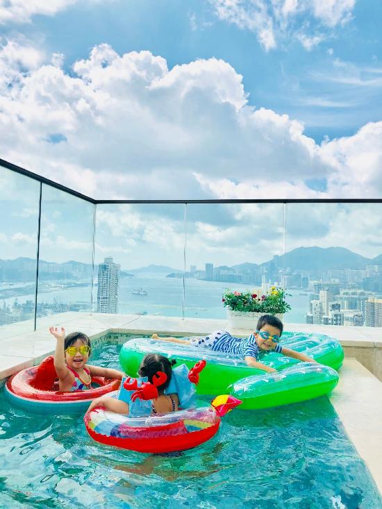 Tiện ích 5 sao trong căn hộ áp mái 500 m2 của vợ chồng Trần Hạo Dân và 4 con - Hình 2