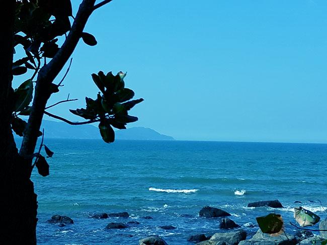 Đến Đà Nẵng chớ bỏ qua bãi biển đẹp nao lòng dưới chân đèo Hải Vân - Hình 6
