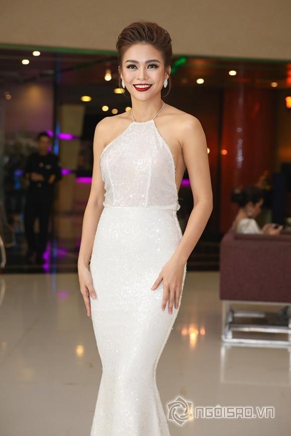 Phạm Hương lưng trần ngọc ngà, lơ đẹp Hoa hậu Thu Hoài tại sự kiện - Hình 14