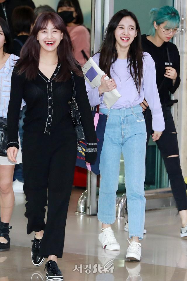 Quân đoàn mỹ nhân Kpop đổ bộ sân bay: Yoona 28 tuổi vẫn đẹp xuất sắc, lấn át TWICE và đàn chị sexy - Hình 20