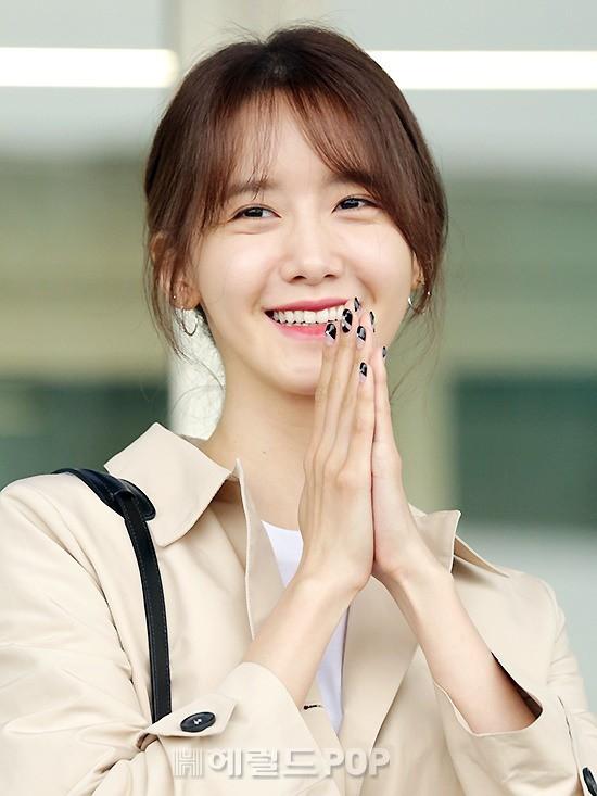 Quân đoàn mỹ nhân Kpop đổ bộ sân bay: Yoona 28 tuổi vẫn đẹp xuất sắc, lấn át TWICE và đàn chị sexy - Hình 8