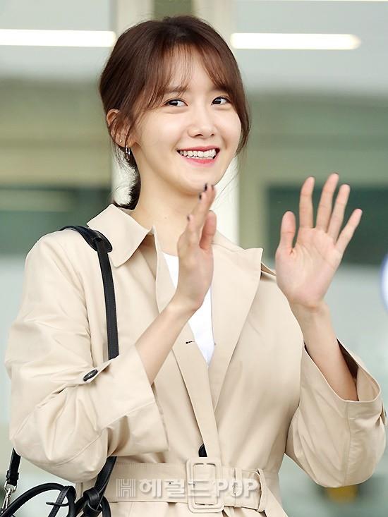 Quân đoàn mỹ nhân Kpop đổ bộ sân bay: Yoona 28 tuổi vẫn đẹp xuất sắc, lấn át TWICE và đàn chị sexy - Hình 7