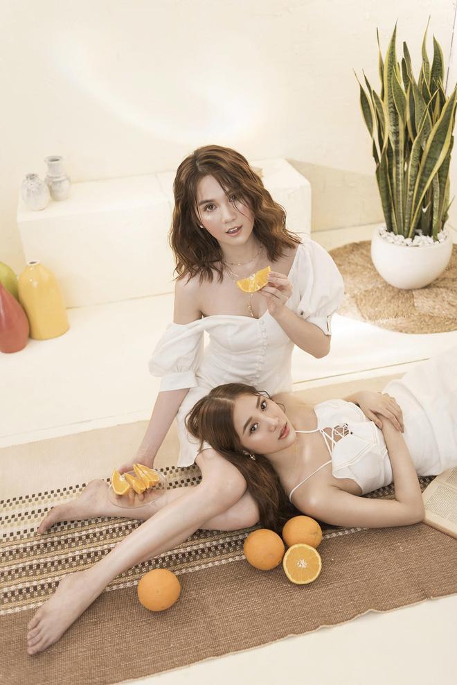 Ngọc Trinh váy hững hờ khoe ngực đầy lưng trần bên đàn em Quỳnh Hương - Hình 13