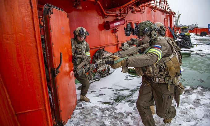 Chùm ảnh: Đặc nhiệm Nga diễn tập chống khủng bố tại Bắc Cực - Hình 1