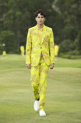 Hoạ tiết rồng, sắc màu đế vương rực rỡ trong trang phục nam của Đỗ Mạnh Cường - Hình 3