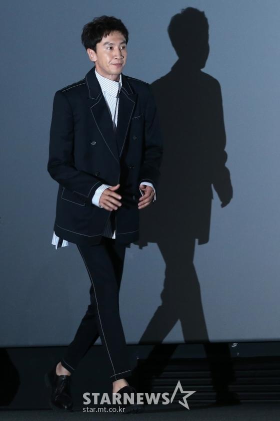 Lee Kwang Soo bất ngờ xuất hiện tại họp báo &'Thám tử gà mờ 2' sau khi bị 1600 người đòi tử hình - Hình 2