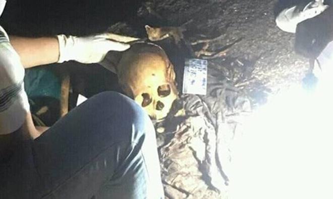 Phát hiện 2 bộ hài cốt trong hang núi nghi của cặp đôi mất tích 26 năm trước - Hình 1
