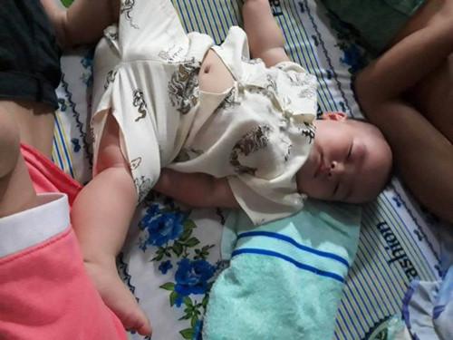 Mẹ bỉm sữa thích thú khoe ảnh con yêu ngủ say với những tư thế siêu bá đạo - Hình 13