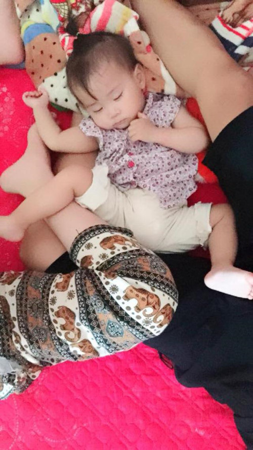Mẹ bỉm sữa thích thú khoe ảnh con yêu ngủ say với những tư thế siêu bá đạo - Hình 7