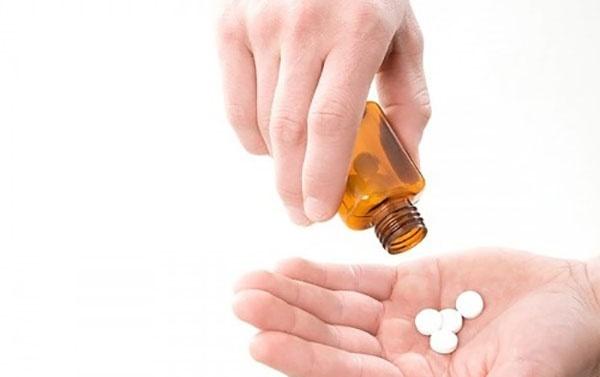 Lạm dụng thuốc chữa căn bệnh tưởng như chỉ có ở người già, cô giáo suýt mất cơ hội sống - Hình 1