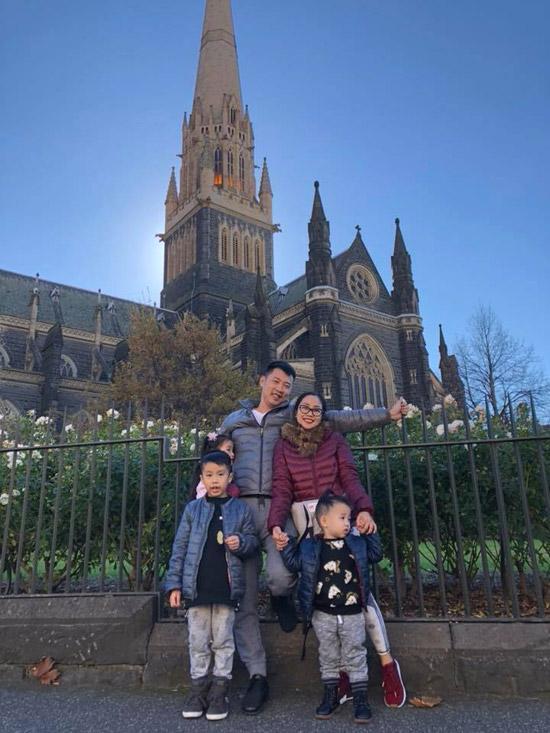 Vợ chồng Ốc Thanh Vân phối hợp canh 3 con khi du lịch Australia - Hình 4