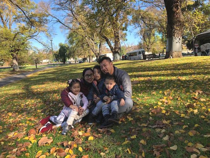 Vợ chồng Ốc Thanh Vân phối hợp canh 3 con khi du lịch Australia - Hình 7