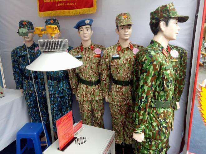 Lộ ảnh hậu trường Nhã Phương chụp poster phim Hậu duệ mặt trời bản Việt - Hình 3