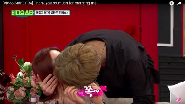 Cặp đôi Vợ 42 chồng 24 khoe khoang giàu có trên truyền hình, khóc nức nở vì phát hiện tim thai không đập - Hình 2