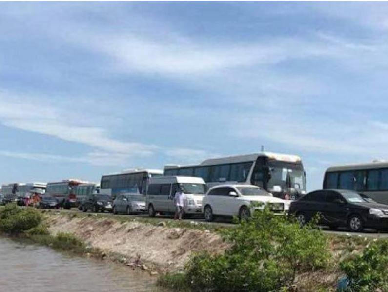 Hạn chế xe tải, cấm xe khách 29 chỗ ngồi trở lên khi đi Cát Bà cuối tuần - Hình 1
