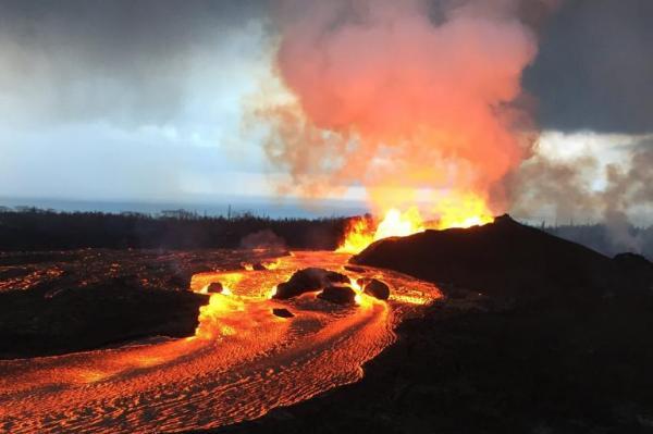 Núi lửa chết chóc ở Hawaii tạo ra cả vùng đất mới rộng lớn - Hình 1