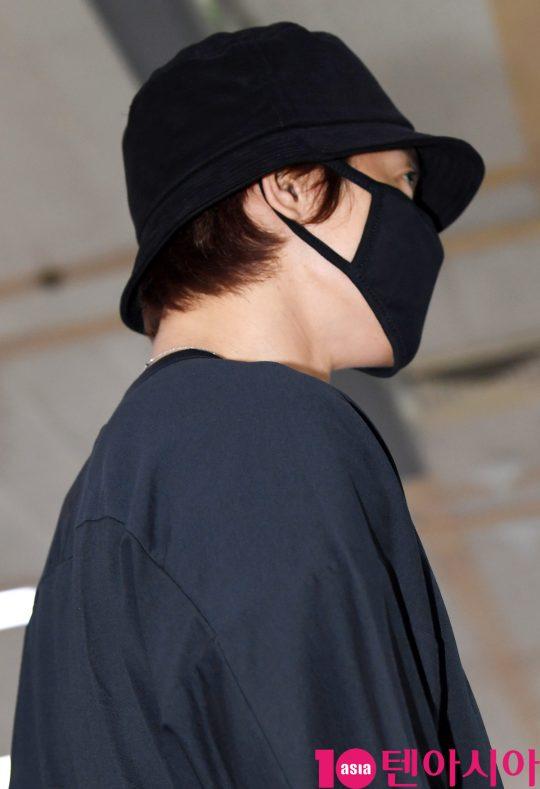 Tại sân bay Nam Joo Hyuk được báo chí vây quanh, Kim Hyun Joong bị ngó lơ, fan xót xa lên tiếng - Hình 15
