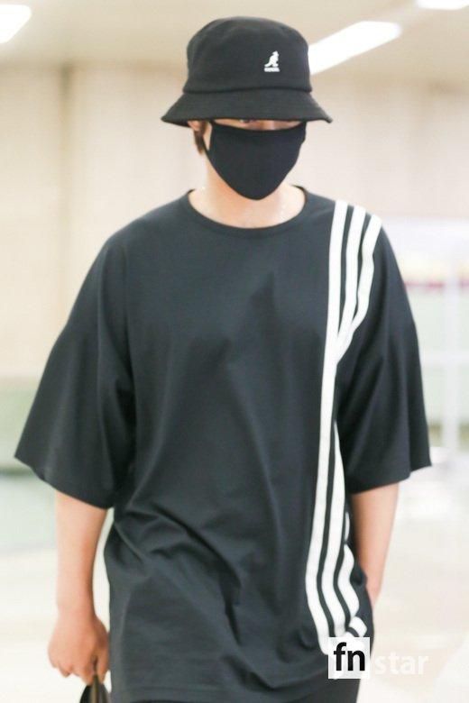 Tại sân bay Nam Joo Hyuk được báo chí vây quanh, Kim Hyun Joong bị ngó lơ, fan xót xa lên tiếng - Hình 8