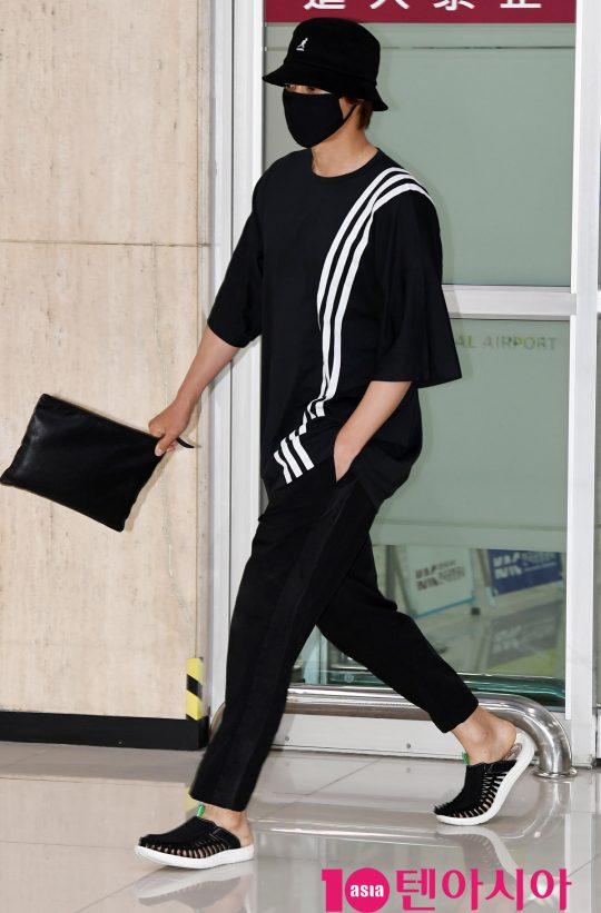 Tại sân bay Nam Joo Hyuk được báo chí vây quanh, Kim Hyun Joong bị ngó lơ, fan xót xa lên tiếng - Hình 13