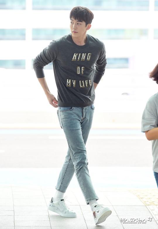 Tại sân bay Nam Joo Hyuk được báo chí vây quanh, Kim Hyun Joong bị ngó lơ, fan xót xa lên tiếng - Hình 3