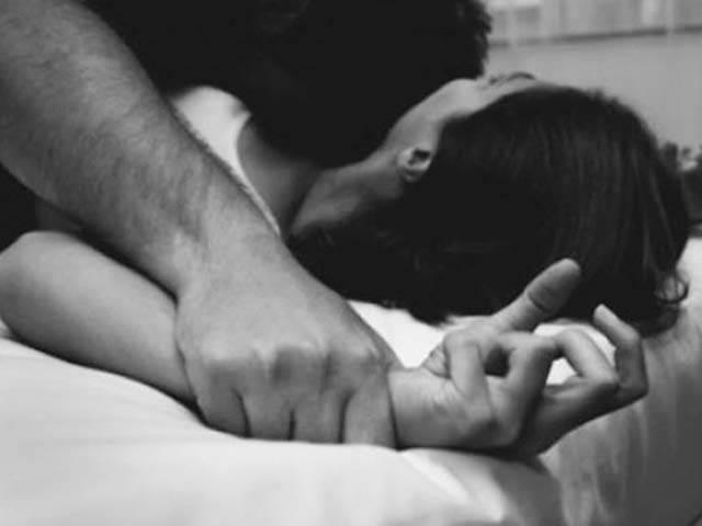 Đòn trừng phạt mỗi đêm của người chồng hiền lành khiến vợ kinh hãi - Hình 2