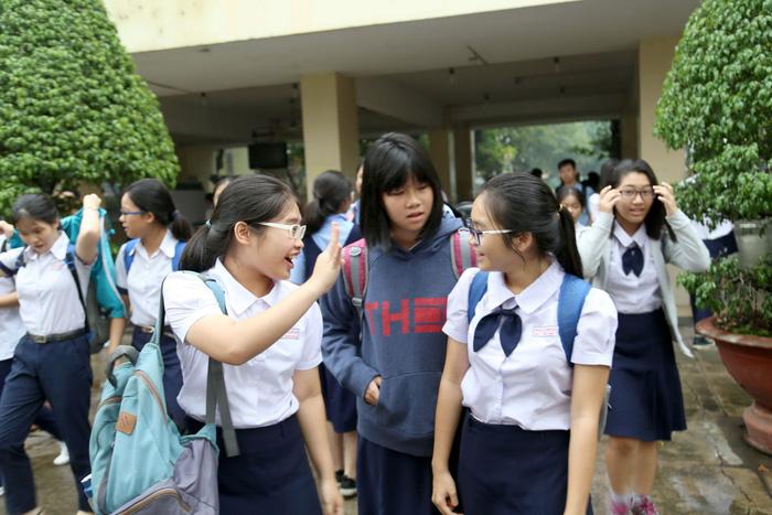 Băn khoăn đáp án thi tuyển sinh lớp 10 TP.HCM - Hình 1