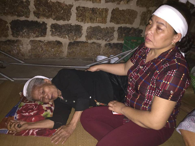 Người mẹ ngã quỵ bên thi thể 2 đứa con xấu số - Hình 2