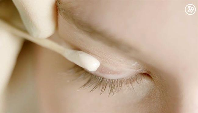 Cận cảnh một ca xăm viền mí mắt giúp bạn gái có được đôi mắt long lanh, to tròn - Hình 5