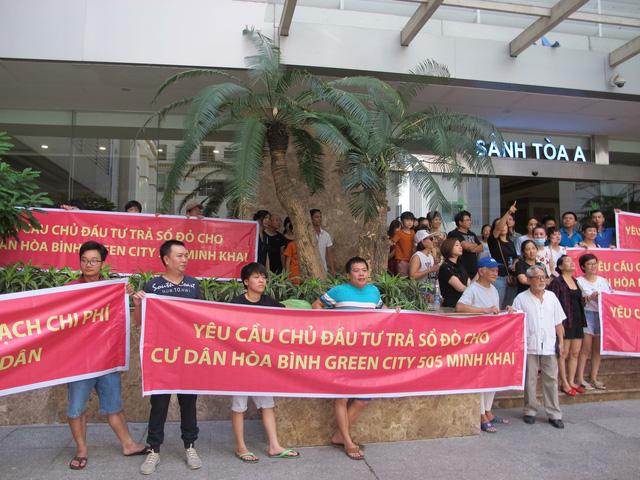 Sau công văn hỏa tốc của Hà Nội và cuộc gặp bất ngờ của đại gia Đường bia, cư dân Hòa Bình Green City mong sớm có sổ đỏ - Hình 2