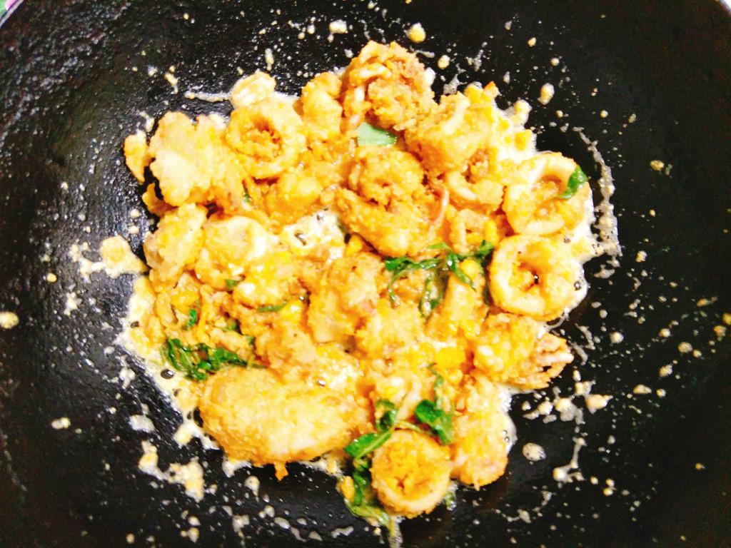 Tối nay ăn gì: Mực chiên trứng muối kiểu Thái - Hình 6
