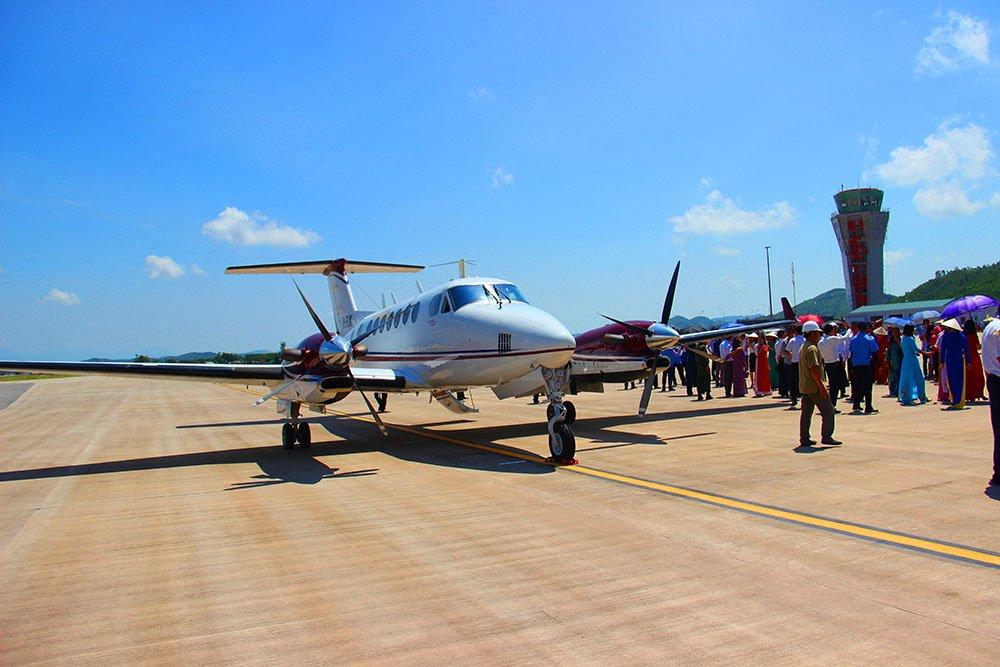 Chuyến bay đầu tiên hạ cánh xuống sân bay quốc tế Vân Đồn - Hình 1