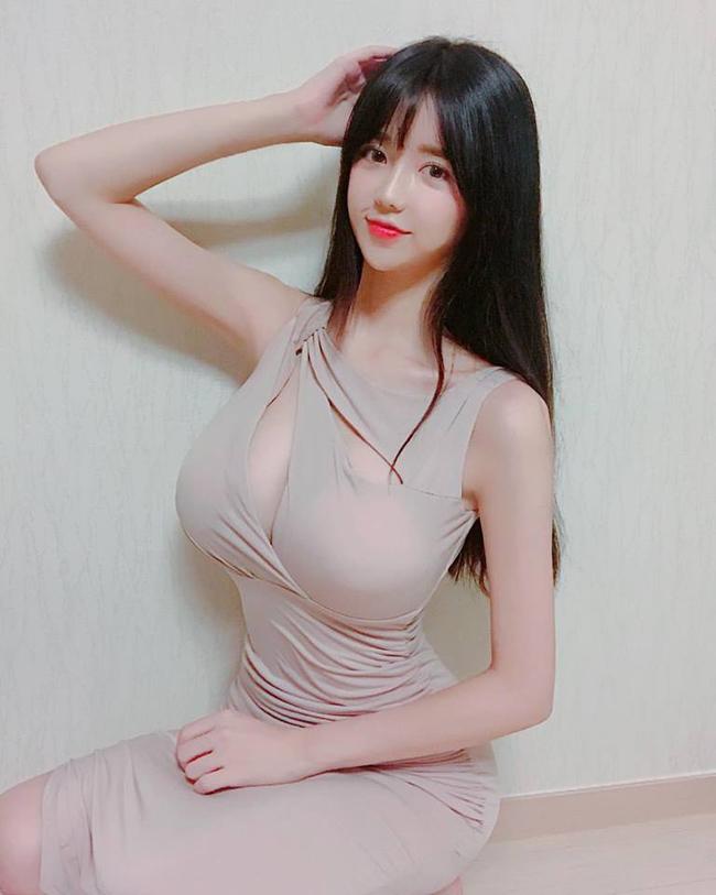 Cô gái gợi cảm nhất Hàn Quốc lại gây sốt khi đi xem ca nhạc - Hình 9