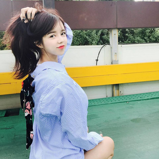 Cô gái gợi cảm nhất Hàn Quốc lại gây sốt khi đi xem ca nhạc - Hình 14