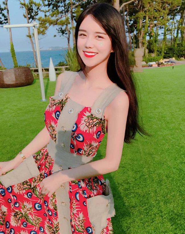 Cô gái gợi cảm nhất Hàn Quốc lại gây sốt khi đi xem ca nhạc - Hình 20