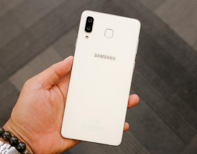 Galaxy A8 Star - camera độ phân giải 24 chấm - Hình 2