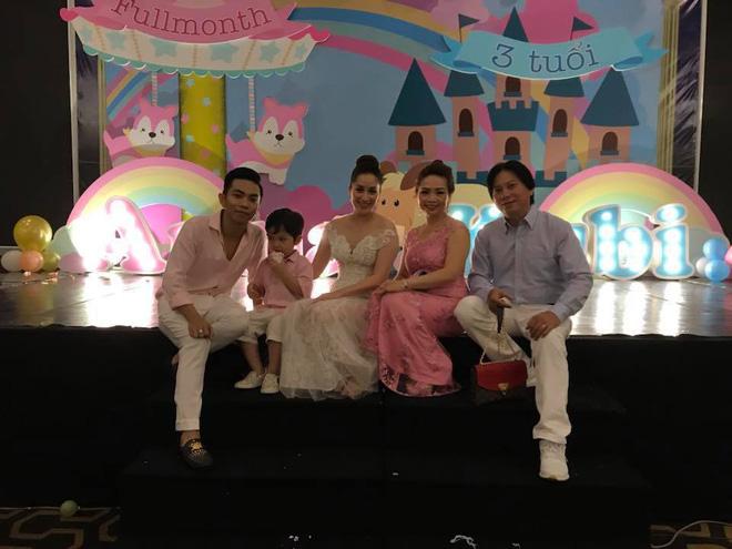 Từng bị cả nhà Phan Hiển phản đối, Khánh Thi giờ đây nhận cơn mưa lời chúc tụng từ gia đình chồng trong tiệc đầy tháng con gái nhỏ - Hình 2