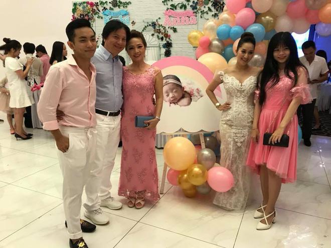 Từng bị cả nhà Phan Hiển phản đối, Khánh Thi giờ đây nhận cơn mưa lời chúc tụng từ gia đình chồng trong tiệc đầy tháng con gái nhỏ - Hình 3
