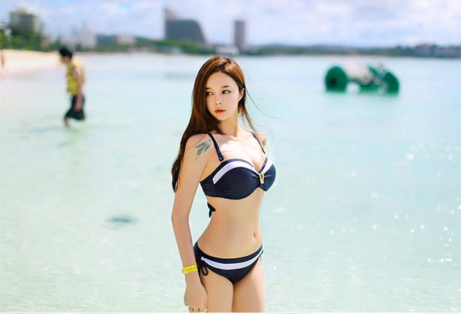 Hot girl diện bikini siêu nóng bỏng khoe vòng 1 căng đầy khiến cánh đàn ông rung động - Hình 33