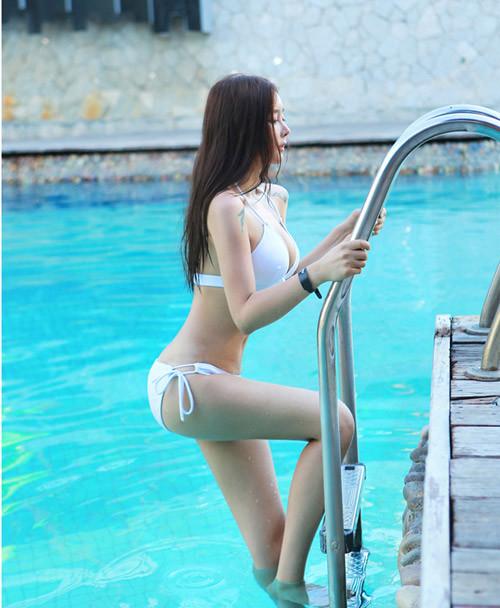 Hot girl diện bikini siêu nóng bỏng khoe vòng 1 căng đầy khiến cánh đàn ông rung động - Hình 30