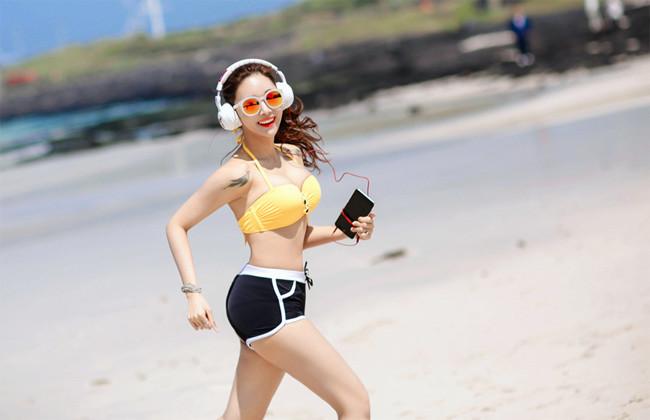 Hot girl diện bikini siêu nóng bỏng khoe vòng 1 căng đầy khiến cánh đàn ông rung động - Hình 13