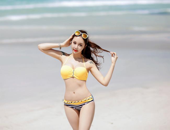 Hot girl diện bikini siêu nóng bỏng khoe vòng 1 căng đầy khiến cánh đàn ông rung động - Hình 22