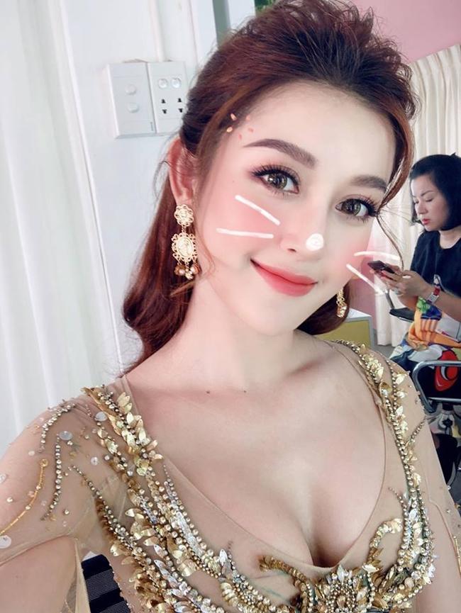"""Đóng cảnh nóng, """"quốc bảo Việt Nam"""" khiến hàng trăm fan Myanmar chen lấn để xem mặt - Hình 10"""