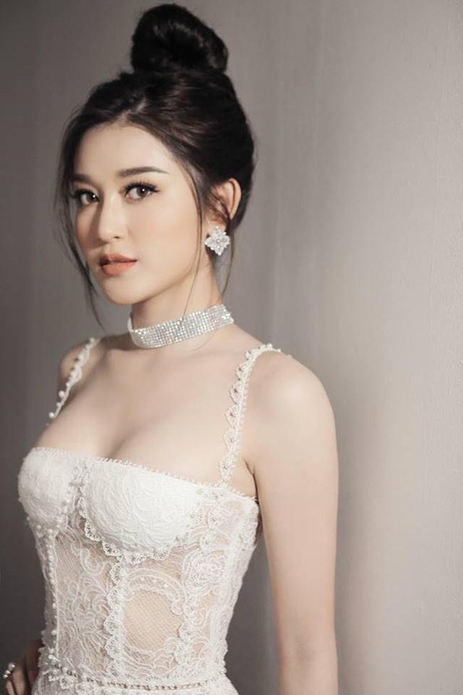 """Đóng cảnh nóng, """"quốc bảo Việt Nam"""" khiến hàng trăm fan Myanmar chen lấn để xem mặt - Hình 14"""