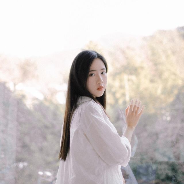 Sở hữu vẻ đẹp tinh khôi, dịu dàng, cô bạn 21 tuổi đăng quang hoa khôi Học viện ngoại ngữ Chiết Giang - Hình 16