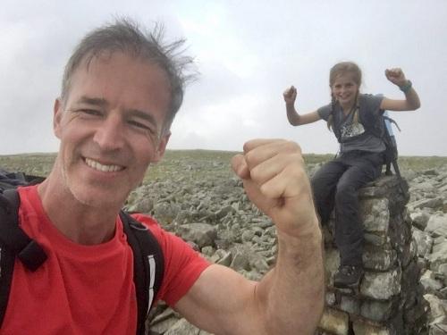 Cô bé Anh leo 15 ngọn núi trong chưa đầy 22 giờ - Hình 2