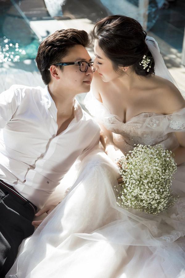 Á hậu Tú Anh khoe ngực đầy trong bộ ảnh cưới đẹp như mơ với chú rể điển trai - Hình 4