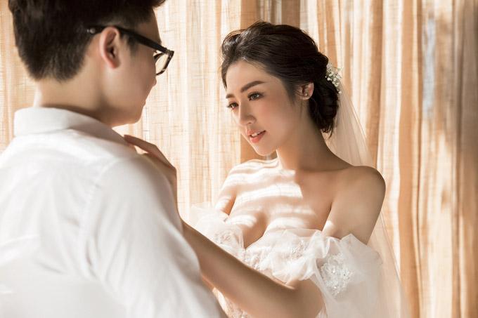 Á hậu Tú Anh khoe ngực đầy trong bộ ảnh cưới đẹp như mơ với chú rể điển trai - Hình 6